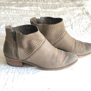 Nordstrom Hinge bootie shoes taupe grey 9